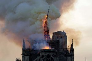 brand notre dame kathedraal