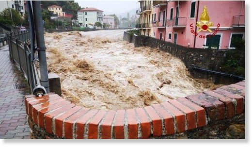 Mayor of Sestri Levante, Valentina Ghio has issued a warning to all people instructing them to remain in their homes to avoid the flooding.